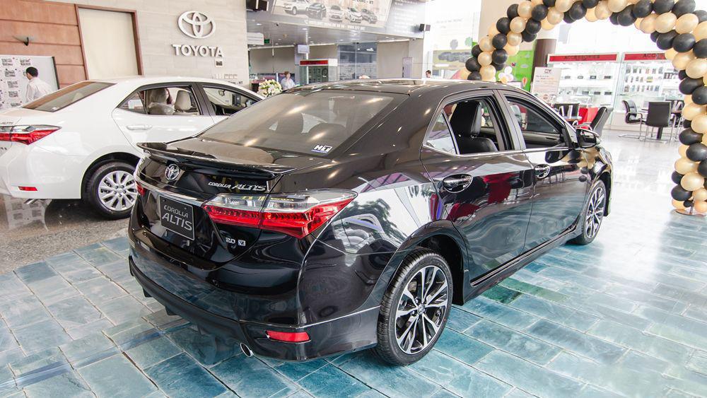 Xe-Toyota-Corolla-Altis-2